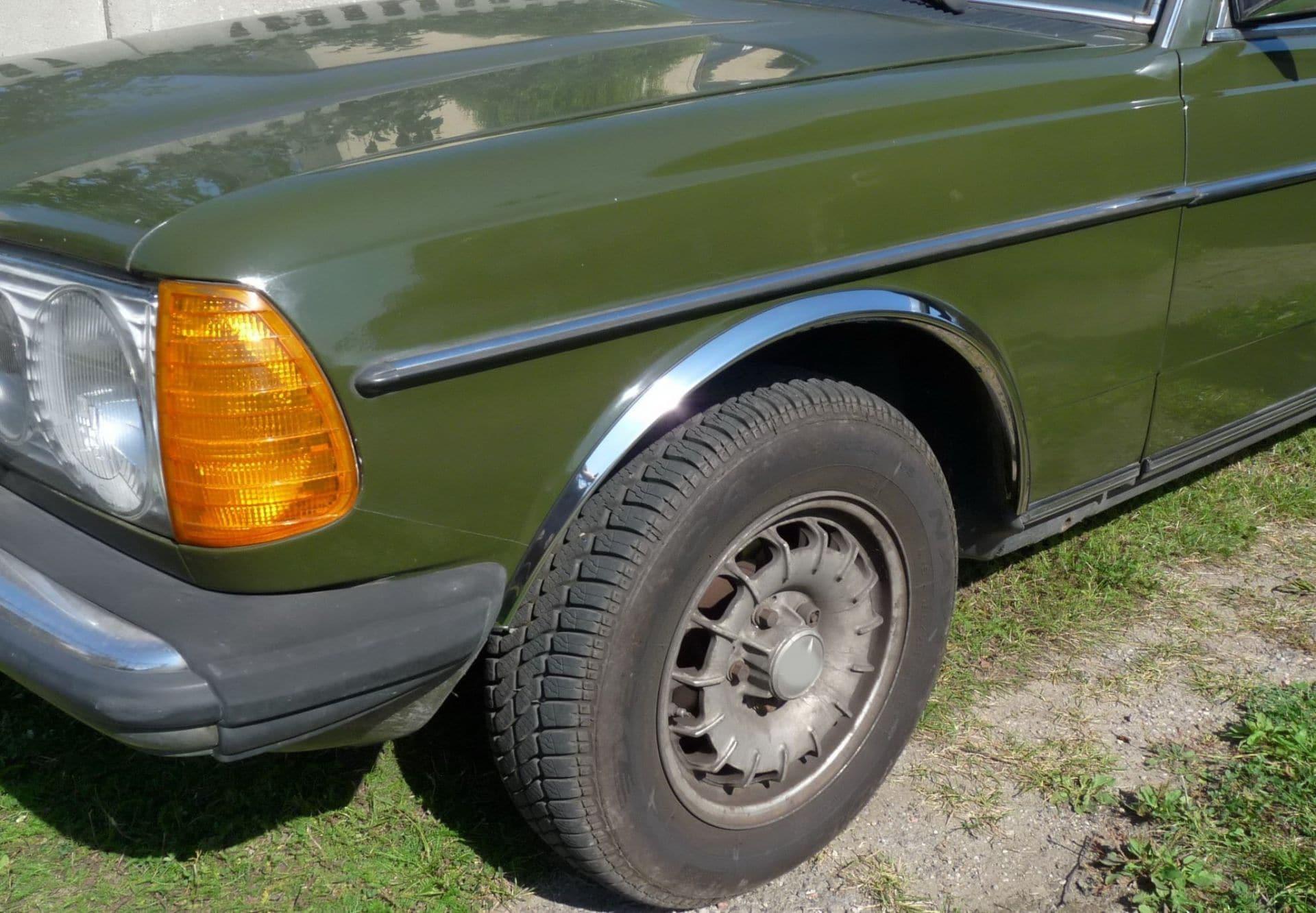 Skärmkantlister i krom Mercedes W123 Sedan & kombi