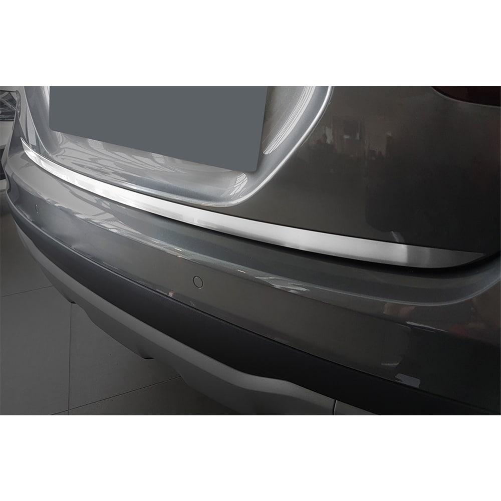 Chrome detail to tail gate on Mercedes GLA